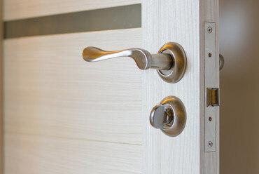 Разбираемся с фурнитурой для межкомнатных дверей